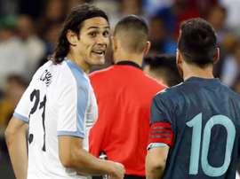 Cavani chamou Messi para briga. GOAL