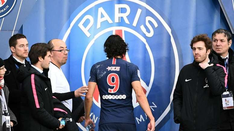Cavani limped out of his side's win over Bordeaux on Sunday. GOAL