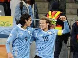 Forlan verrait bien Cavani à Boca Juniors. Goal