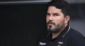 Botafogo anuncia a demissão de Eduardo Barroca após revés para o Fluminense.