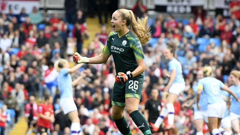 Ellie Roebuck made a great save in the WSL Manchester derby at the Etihad. GOAL