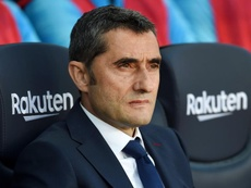 Técnico do Barcelona sai em defesa de Coutinho após comemoração polêmica.