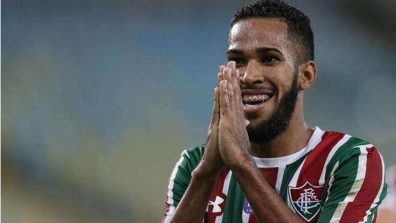 Como Everaldo pode melhorar o ataque do Corinthians?