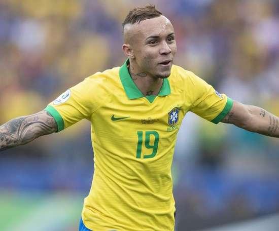 Arsenal conta com Edu para contratar Everton Cebolinha. Goal