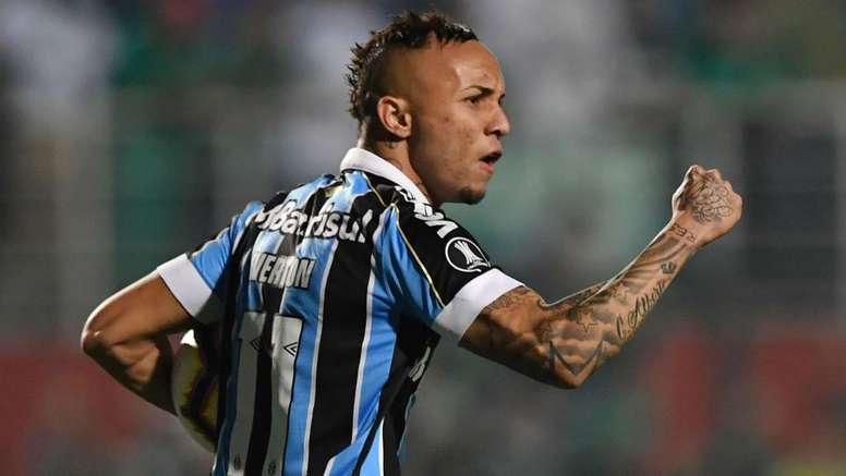 Sem conseguir ídolos do Flamengo, Benfica de Jorge Jesus quer outros do Brasileirão. AFP