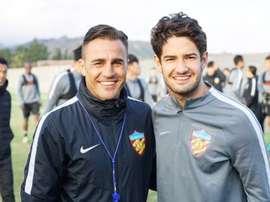 Fabio Cannavaro et Alexandre Pato à l'entraînement avec Tianjin Quanjian. AFP