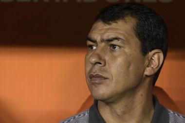 Carille chega ao Brasil e fala em responsabilidade bem maior no Corinthians