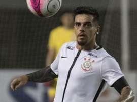 Corinthians emite nota com laudo médico de Fagner, que será titular contra o Flamengo