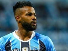 Fernandinho leaves Gremio for China. Goal