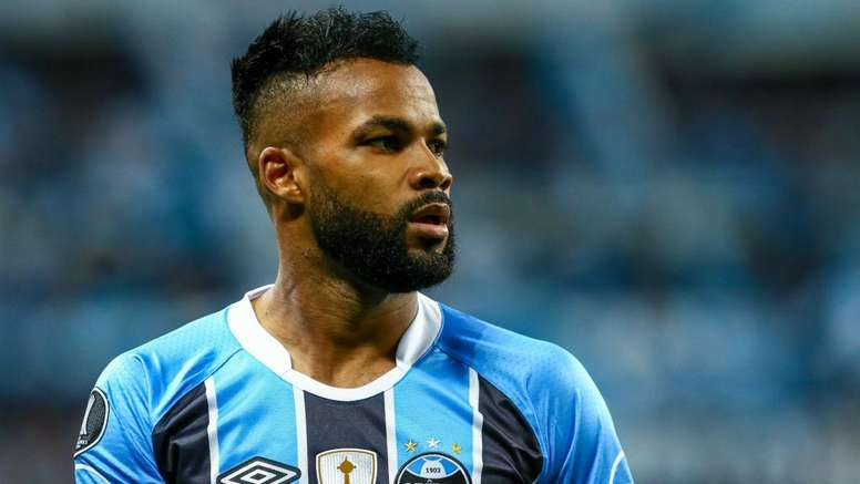 Fernandinho leaves Gremio for China. Goal