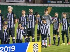 Figueirense perde para o Bragantino, mas torcida dá show em meio à incerteza no clube.