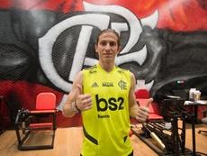 Filipe Luís faz a sua estreia. Goal