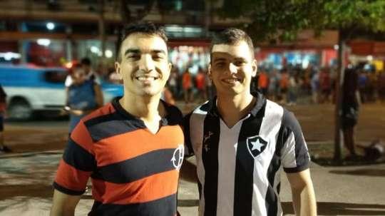 Flamenguistas e botafoguenses torcem juntos no Maracanã. Goal