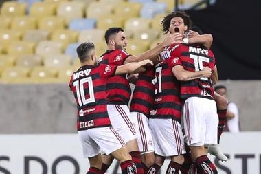 Flamengo vence Grêmio, impede título do Palmeiras e segue sonhando.