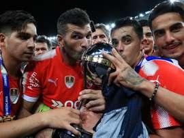 Os jogadores do Independiente com o troféu da Sul-Americana. Goal