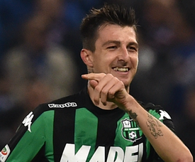 Francesco Acerbi celebrating Sampdoria Sassuolo Serie A 06122015