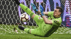Armani the hero for River, Palmeiras progress