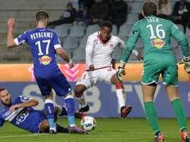 François Kamano et  Mathieu Peybernes lors d'un match de Ligue 1, Bastia face à Bordeaux. GOAL