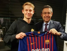 De Jong s'est engagé avec le FC Barcelone. Goal