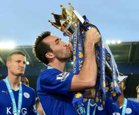 Leicester's Fuchs signs one-year contract. Goal