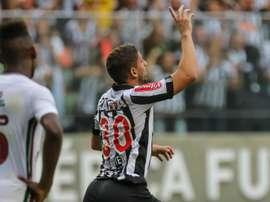 Aos 22 anos, Gabriel pode emigrar pela primeira vez. Goal