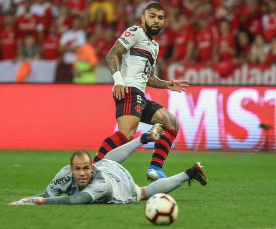 Gabigol leads Flamengo into semis