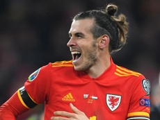 Giggs says Bale not affected by criticism. GOAL