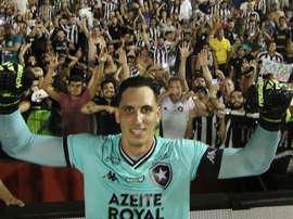 Gatito salva Botafogo nos pênaltis, torcida pira e chama até Yaya Touré