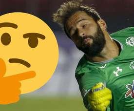 Torcida do Inter pega no pé de Muriel. Goal