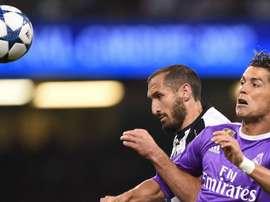 Chiellini sabe que não é fácil marcar Ronaldo. Goal