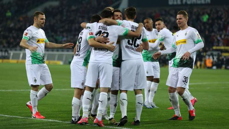 Coronavirus: Gladbach players offer to forego salaries to help pay staff. Goal