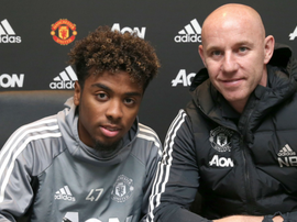 Youngster Gomes signs United deal. GOAL