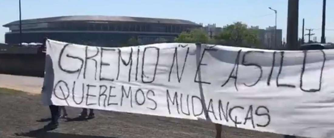 Paulo Victor, André, Galhardo: os alvos de protesto gremista. Goal