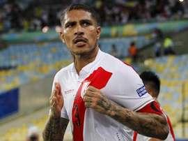 Camisa 9 do Peru foi alvo de vaias e música provocativa. Goal