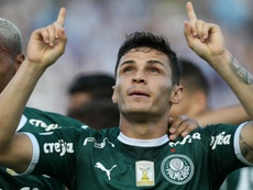 Sem meio-termo! Palmeiras goleia o Santos e segue líder
