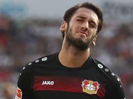 Hakan Calhanoglu a renoncé à percevoir son salaire pendant la durée de sa suspension. Goal