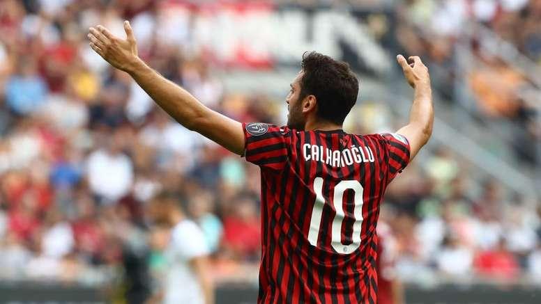 Il Milan rifiuta la prima offerta per Calhanoglu. Goal