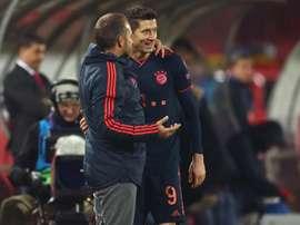 Lewandowski bate recorde e Flick supera marca de Guardiola no Bayern. EFE