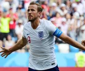 Inglaterra goleia, se classifica e vira líder. Goal