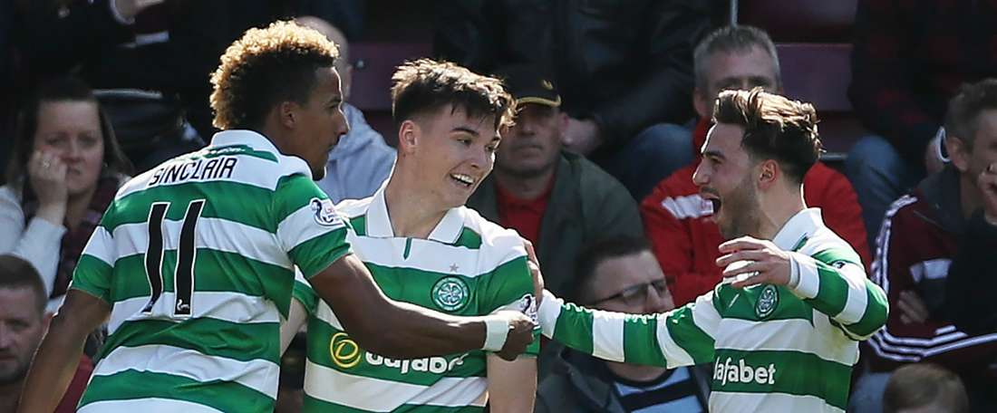 Les joueurs du Celtic célèbrent leur victoire face aux Rangers. AFP
