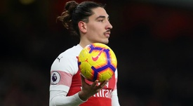 Hector Bellerin recoving well after ACL surgery was a success. GOAL