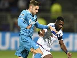 Henri Bedimo et Javi Garcia lors d'un match de Ligue Europa entre le Lyon Zenit St-Petersbourg. AFP