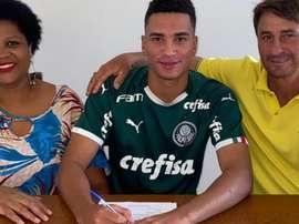 Conheça Henri, zagueiro que renovou com o Palmeiras. GOAL