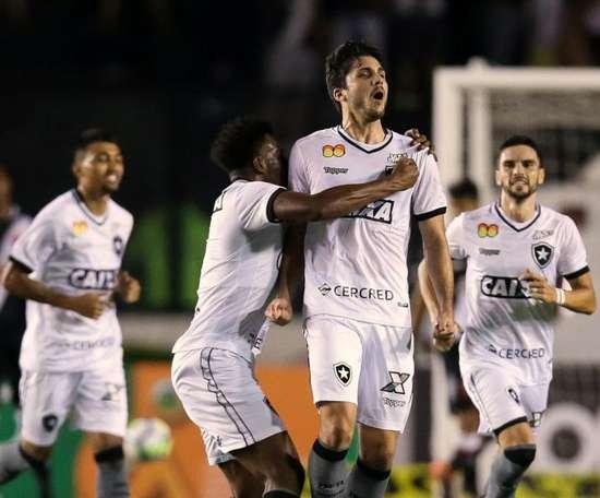 Botafogo resolve no primeiro tempo, vence Vasco e encerra jejum