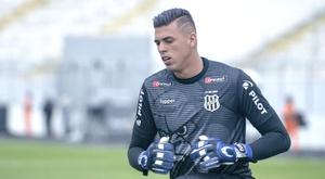 Barcelona negocia para contratar jovem goleiro da Ponte Preta. Goal