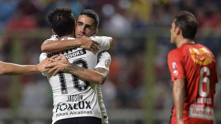 Jadson comemora primeiro hat-trick pelo Corinthians.Goal