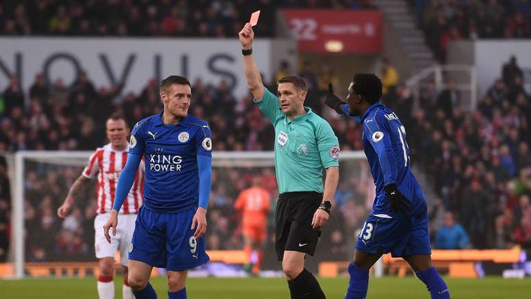 Jamie Vardy received a red card for a challenge on Mame Biram Diouf. Goal