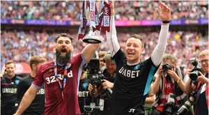 Mile Jedinak and John Terry with the SKy Bet Play-Off trophy at Wembley, GOAL