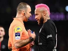 Lite tra Neymar e l'arbitro. Goal