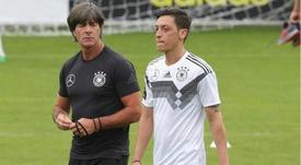 Löw quebra silêncio sobre as acusações de racismo de Özil